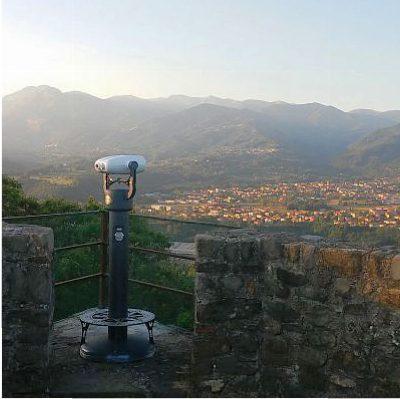 Binocolo panoramico per ammirare le bellezze della Garfagnana, gli Appennini e le Alpi Apuane.